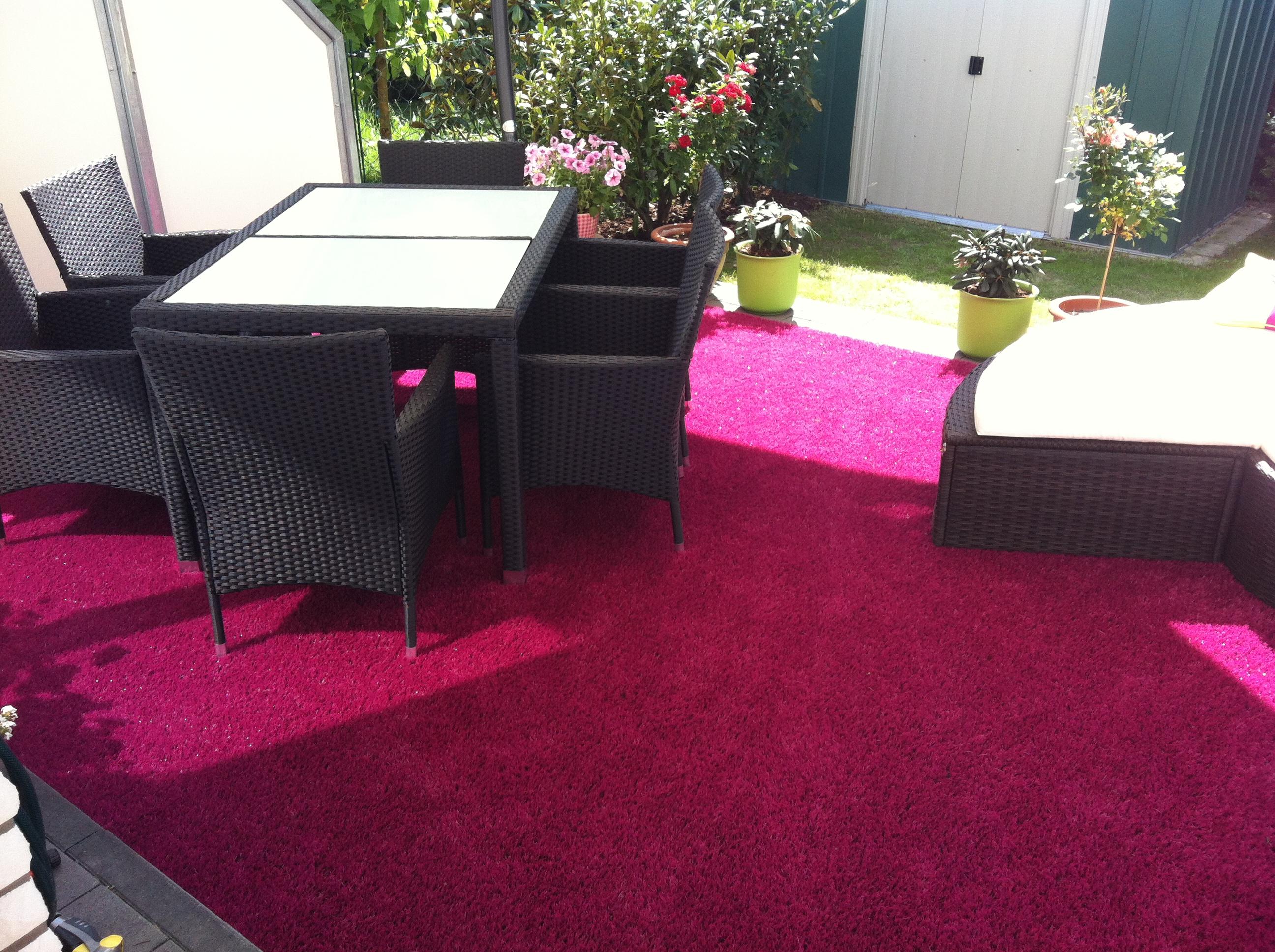 Lila Teppich für den Außenbereich