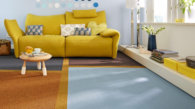 teppich aus Ziegenhaar mit Sofa und Tisch