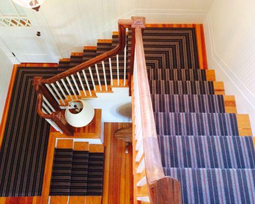 Treppenhaus mit Teppich