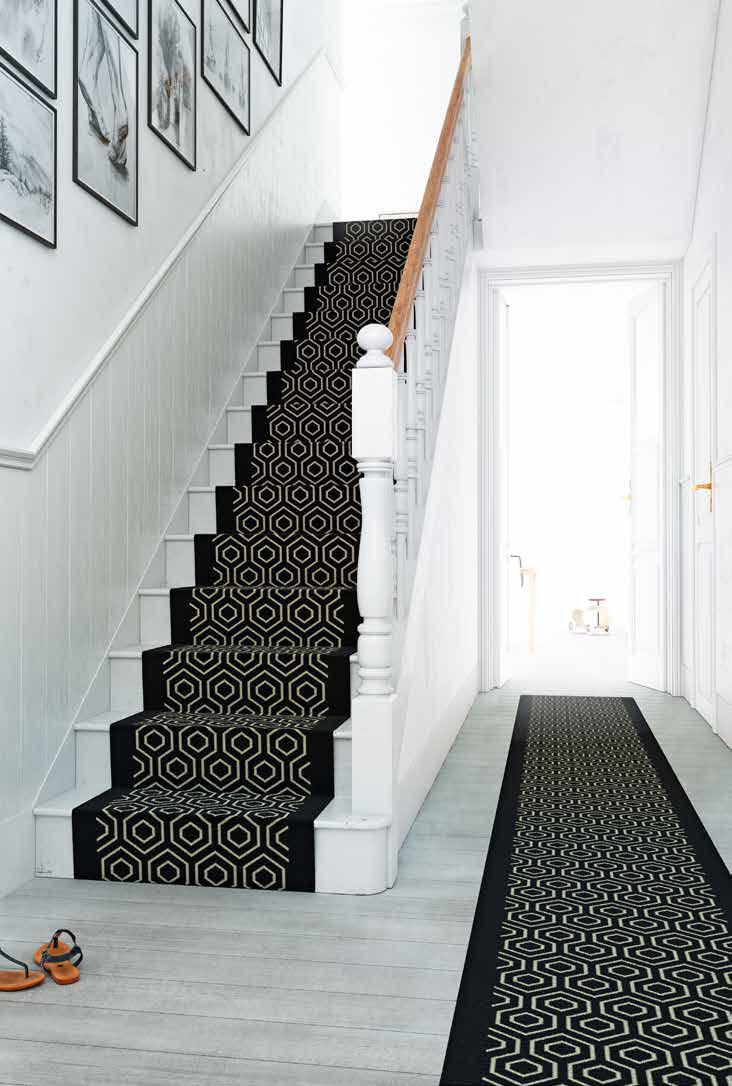 Treppe mit modernen Läufer