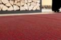 teppichboden rot vor Holz