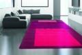 pinker Teppich mit lila