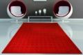 roter teppich mit modernem sessel
