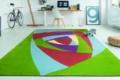 abstrakter teppich on grün rot