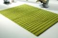 grüner Teppich mit Wellen