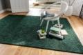 Jab Teppich grün mit Stuhl