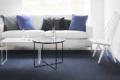 Sofa mit tisch und teppich aus Papier
