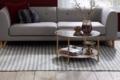 teppich handweb mit streifen tisch und sofa