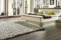 moderner teppich vor Designerbett