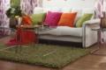 grüner Wollteppich mit Sofa