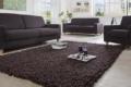 brauner handwebteppich mit Sofas