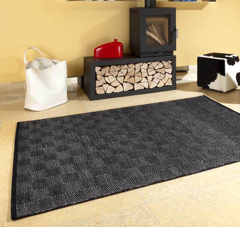 Teppich Handweb vor Kamin