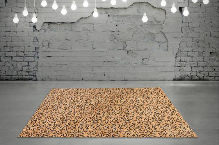 Korkteppich vegan vor Steinwand