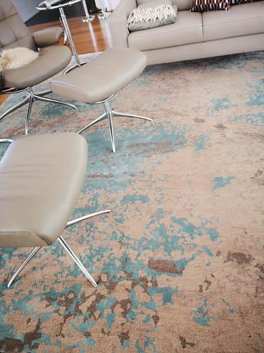 Vintage Teppich blau beige mit Hocker