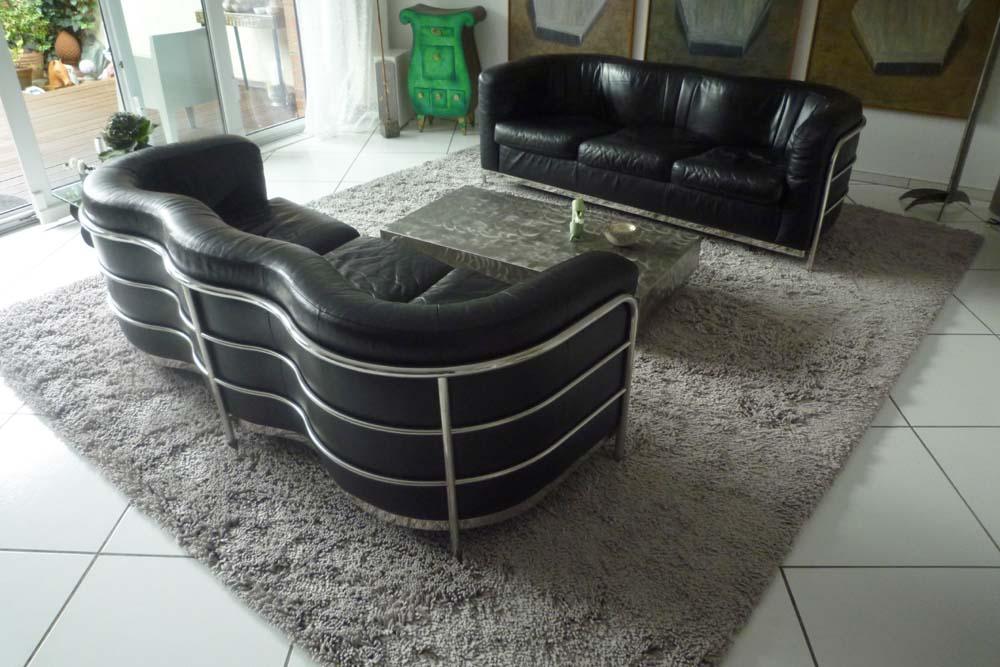Sofas auf Lodenteppich