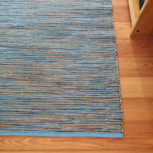 Teppich blau auf Boden