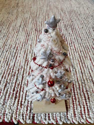 Weihnachtsbaum auf teppich