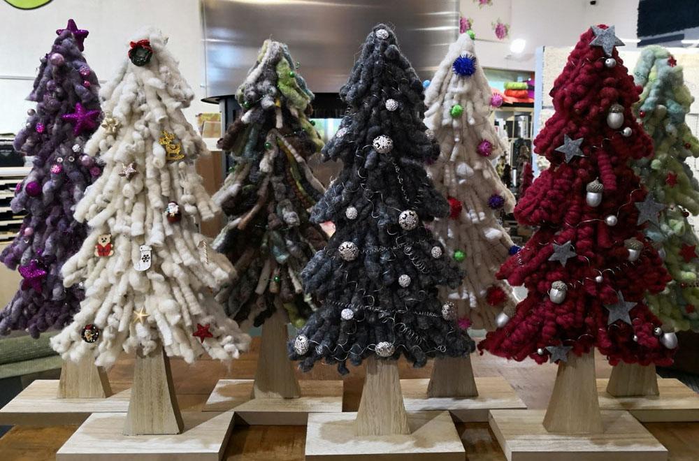 Weihnachtsbäume aus Schurwolle