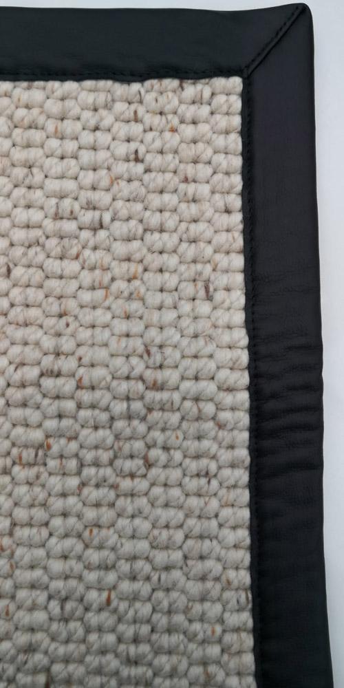 Beispielbild Teppich mit Einfassung schwarz weiß